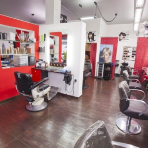 Photographie du salon de coiffure David Art'Coiffure avec les chaises de coiffeur