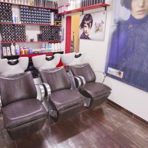 Photographie des postes de lavage du salon de coiffure David Art'Coiffure