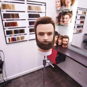 Photographie d'un tête de mannequin dans le salon de coiffure David Art'Coiffure