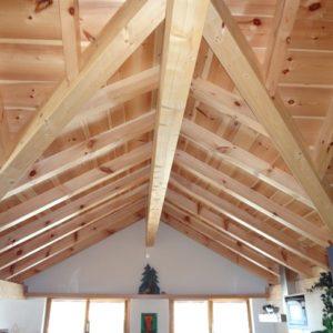 Charpente en bois dans une maison