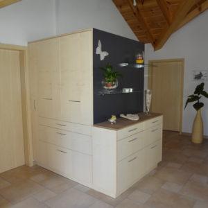 Rangements en bois dans une maison