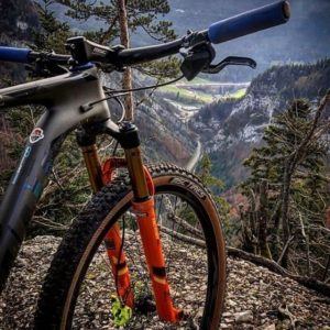 Photographie d'un vélo dans les gorges